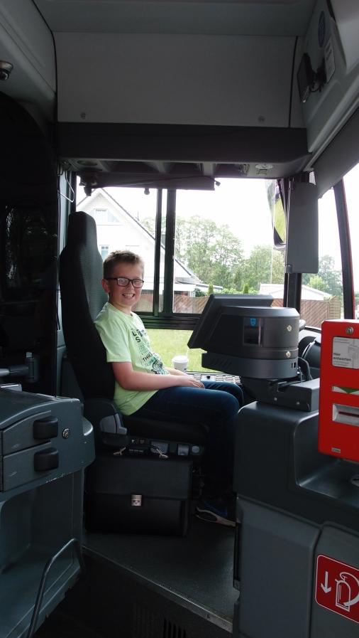 Noah als Busfahrer
